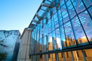 Витражное остекление фасадов: преимущества и варианты конструкторских решений