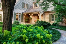 Как украсить фасад дома: современные решения