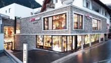 Отделка фасада натуральным камнем в современной архитектуре