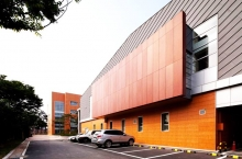 Облицовка фасадов керамогранитом: преимущества и способы облицовки