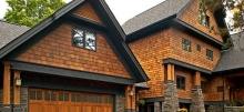 Облицовка дома фасадными панелями: материалы и способы монтажа